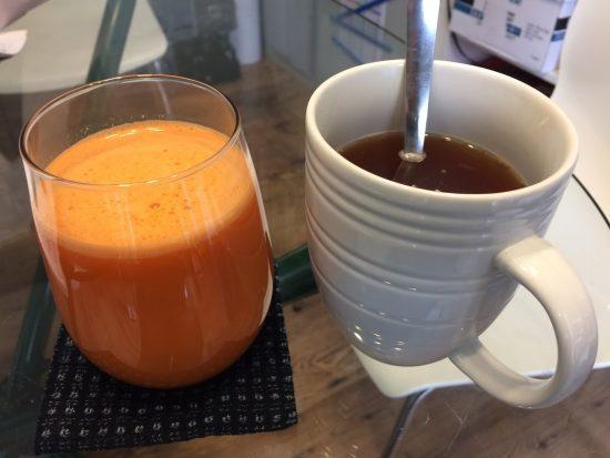 朝食を抜いてにんじんりんごジュースと生姜紅茶!